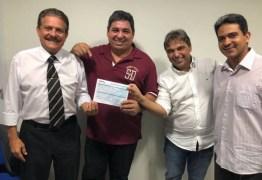 Cantor evangélico Antônio Santos se filia ao Avante para disputar vaga na ALPB