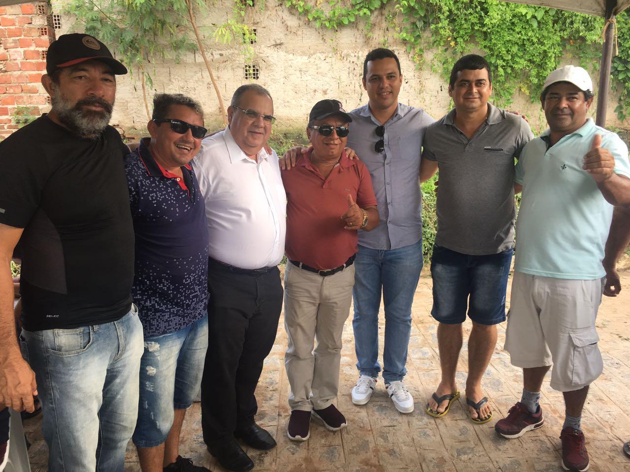 WhatsApp Image 2018 04 22 at 17.04.43 - Deputado federal Rômulo encontra com prefeito e vereadores em Pirpirituba