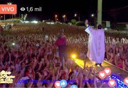 FENÔMENO: Missa do padre Fabrício atrai multidão para São Mamede; VEJA VÍDEOS