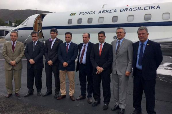 aecio cassio caracas - Cássio usou avião da FAB para visitar 'preso político' - Por Flávio Lúcio Vieira