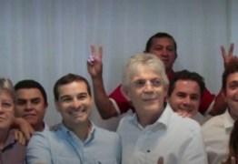 Prefeito, ex e vereadores de Baía da Traição e Capim aderem à pré-candidatura de João Azevêdo