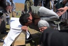 Atentado de homem-bomba mata 11 crianças no sul do Afeganistão