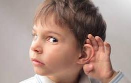 Quatro sinais de problemas auditivos nas crianças