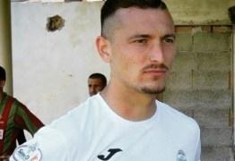 Atleta troca futebol na Europa por carreira de ator pornô