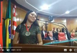 Eduarda Brasil canta  em homenagem na Câmara de João Pessoa -VEJA VÍDEOS