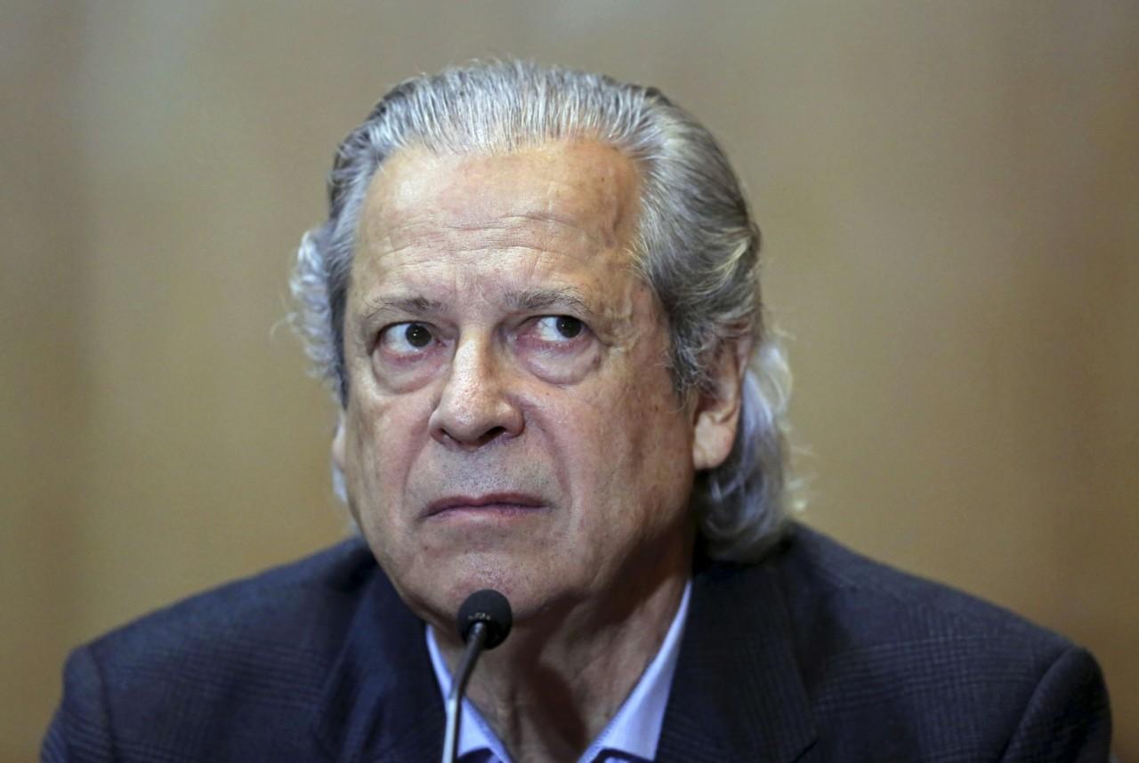 jose dirceu silencia na pf e na cpi da petrobras 1441060672079 1920x1287 - 'Lula vai transferir de 14% a 18% de votos para o candidato que ele apoiar', dispara José Dirceu sobre eleições de outubro