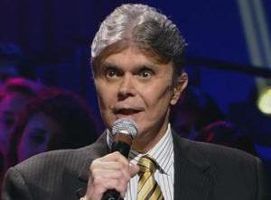 paulo barboza no trofeu imprensa 1503530651380 v2 300x420 e1523874854357 - Morre em São Paulo aos 73 anos o radialista Paulo Barboza