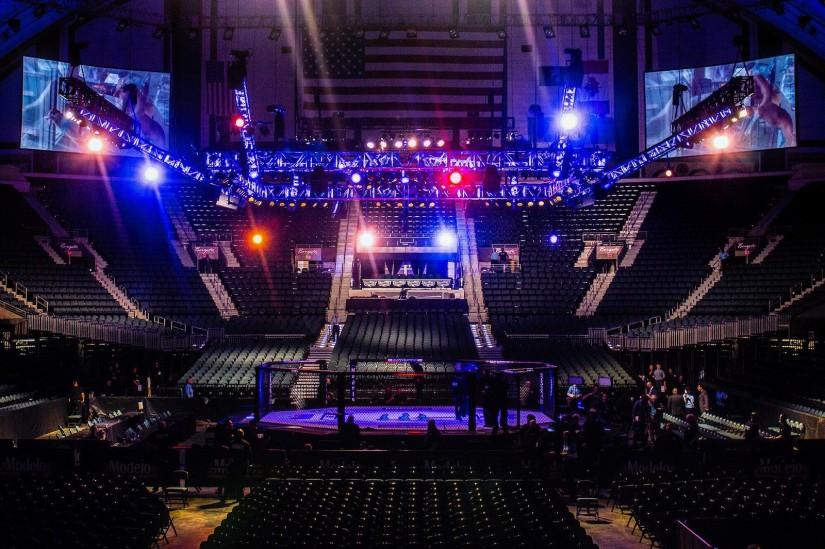 ufc 825x549 - VEJA VÍDEO: UFC registra pancadaria nas arquibancadas