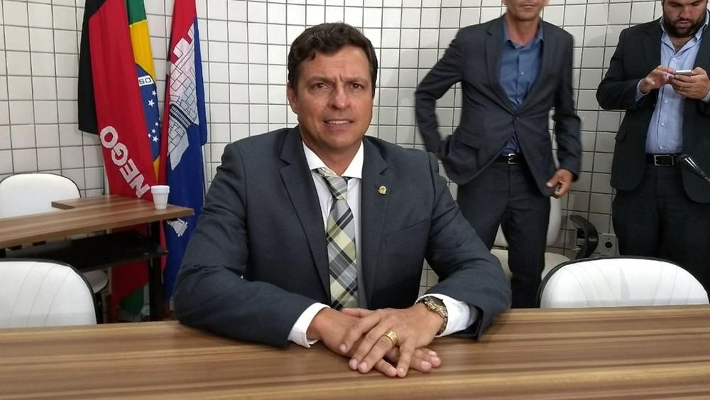 victor hugo - Prefeitura de Cabedelo vai investir R$ 3 milhões do IPTU na pavimentação de ruas; VEJA VÍDEO