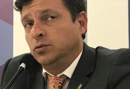 Vítor Hugo cancela contrato com empresa de segurança envolvida na Operação Xeque-Mate