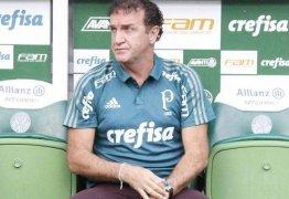 Flamengo se reúne para decidir novo técnico, e Cuca aguarda contato