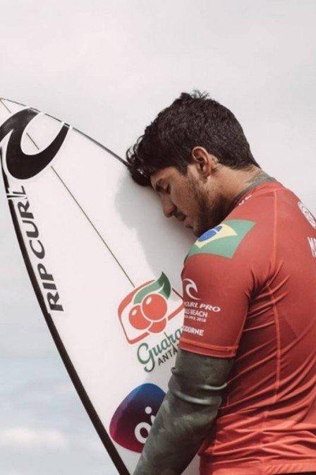 xgabriel medina surfe.jpg.pagespeed.ic .MCf9Ze4d2p - Medina está com medo de competir após ataques de tubarão: 'Não me sinto seguro'