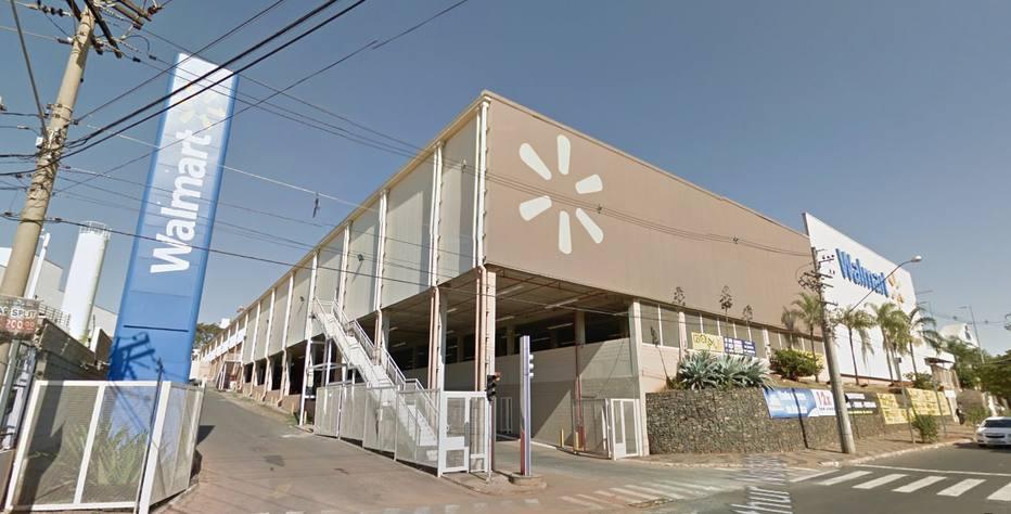 1482439045115 - Walmart fecha mais cinco lojas e demite na área administrativa