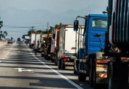 Caminhoneiros seguem fechando parcialmente rodovias na Paraíba