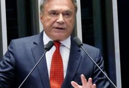 Álvaro Dias e vice chegam à Paraíba em campanha para presidente