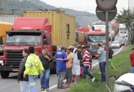 VEJA VÍDEO: Caminhoneiro é morto durante manifestação nesta quarta-feira