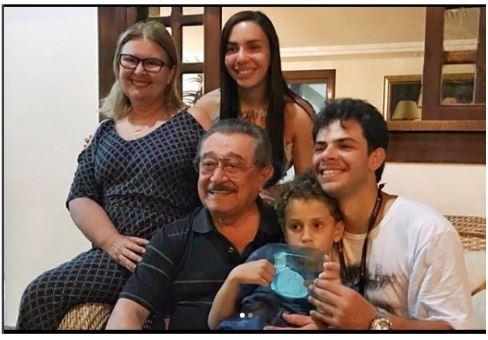 MARANHÃO - NINJA NA REDE: na corrida pela sucessão estadual, Maranhão posa com família em foto descontraída