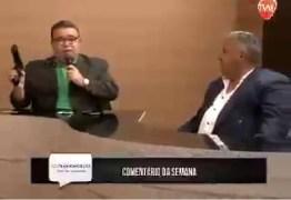 VEJA VÍDEO: apresentador empunha pistola e diz que eleitor deve usar outra arma no dia da eleição