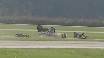 acidente moto competidor 418x235 - VEJA VÍDEO: Piloto morre atropelado em prova de motociclismo