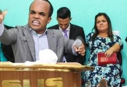 Na geladeira da Record, Anão Marquinhos vira missionário de igreja evangélica