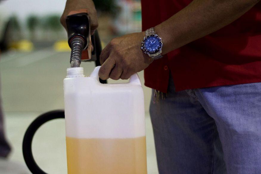 gasolina abastecimento - Postos que comercializarem combustíveis em vasilhames podem ser multados, alerta Procon-PB