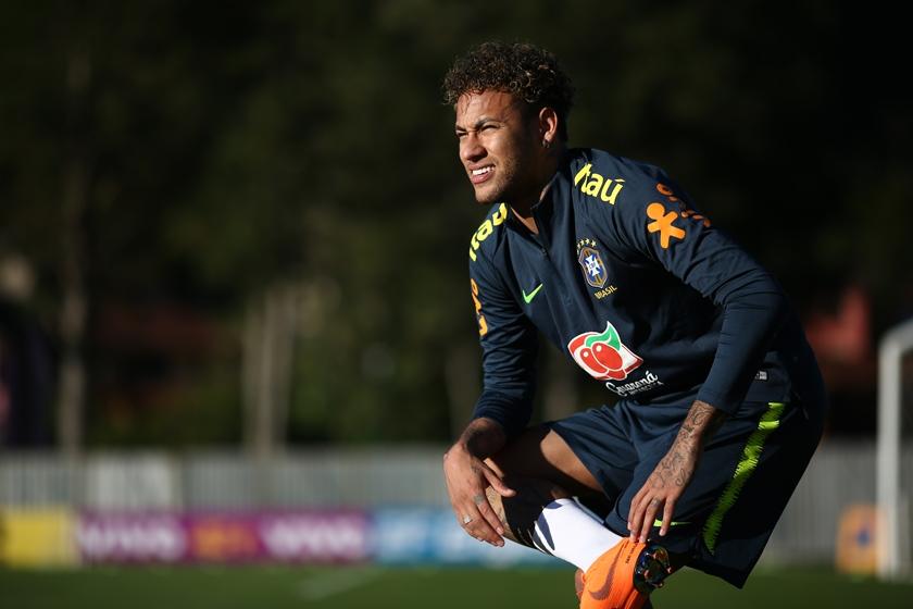 neymar treino dor pé cirurgia - Neymar sente dor em pé operado durante treino e preocupa