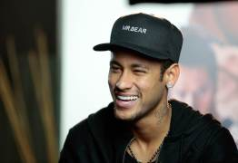 PSG diz que Neymar retirou proteção na perna e tratamento evolui bem