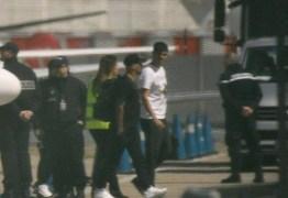 Neymar volta a Paris dois meses após cirurgia