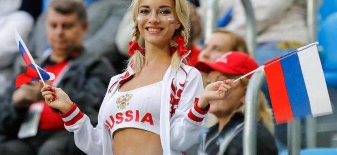 1 219 - 'Detetives' da web investigam torcedora símbola da Rússia e descobrem profissão ousada da musa da Copa