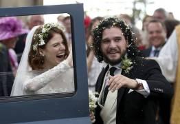 Par romântico em 'Game of Thrones', atores Kit Harington e Rose Leslie se casam na Escócia -VEJA VÍDEO