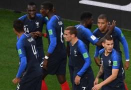 França vence com gol de Mbappé, garante classificação e elimina o Peru