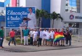 Após polêmica nas redes sociais militantes LGBT e Século se reúnem e escola voltará a afixar placas contra discriminação