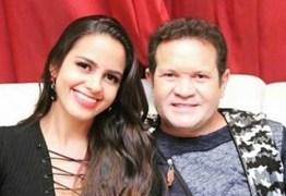 Ximbinha posta foto com namorada, pivô da sua separação e Joelma 'curte' post