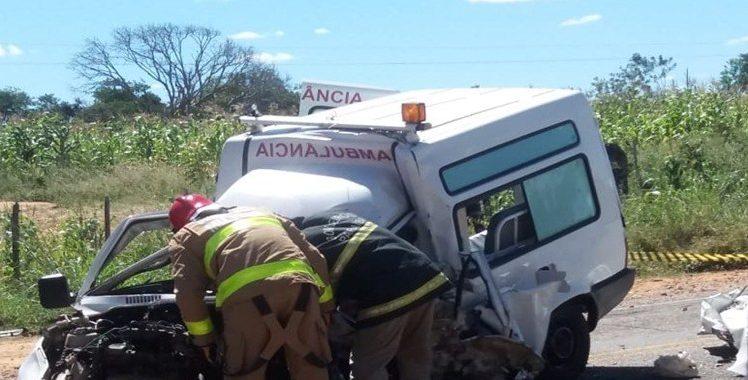 acidente princesa isabel 2 e1529187112916 - TRAGÉDIA: acidente entre carro e ambulância deixa dois mortos no Sertão da Paraíba