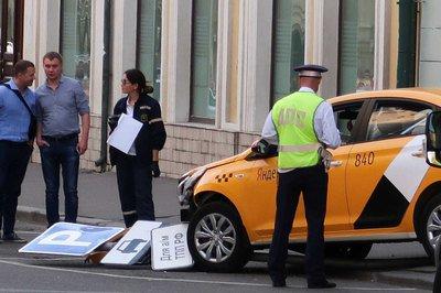 acidente russia - Vídeo mostra momento em que táxi avança sobre multidão na capital da Rússia