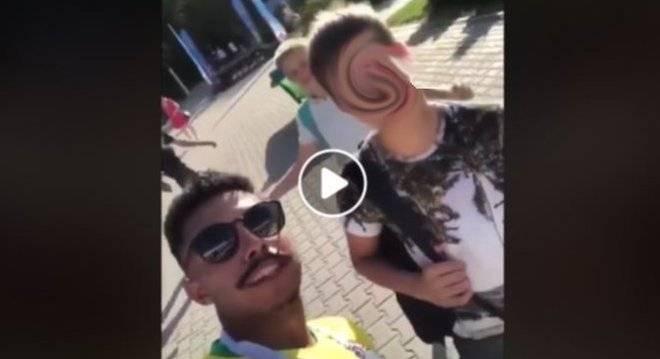 adolescente sendo induzido a falar que quer dar para o neymar 20062018145546439 - Novos vídeos mostram brasileiros ridicularizando russos durante a Copa