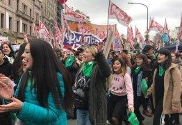 ANÁLISE: Maurício Macri sob pressão de setores conservadores após aprovação do aborto