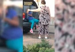 Avó é presa por colocar crianças em caixas de transporte para cachorros