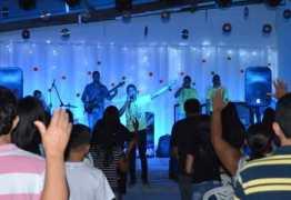 MÃOS NA OBRA: Igreja promove 'louvorzão' e arrecada alimentos para famílias carentes de Mandacarú