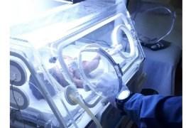 Mulher grávida morre ao ser arremessada de caminhão em acidente; médicos salvam bebê