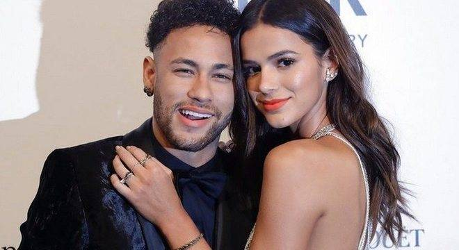 bruna marquezine e neymar 25052018132613708 - Após fim do namoro com Neymar, Bruna Marquezine planeja deixar o Brasil