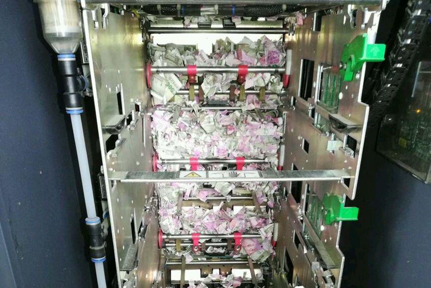 caixa eletronico - Ratos entram em caixa eletrônico e destroem R$ 68 mil em notas