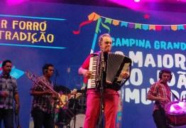 EM CAMPINA GRANDE: Flávio José faz show no São João 2018 do Clube Campestre