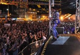 Gabriel Diniz superlota Parque do Povo na 3ª noite do Maior São João do Mundo