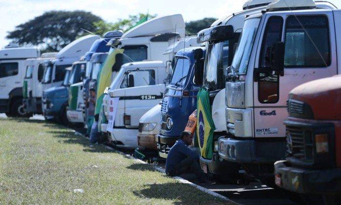 greve dos caminhoneiros - Insatisfeitos com pacote de Bolsonaro, caminhoneiros discutem possibilidade de nova greve
