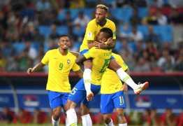 GOLAÇO: Após passe de Coutinho, Paulinho abre o placar para o Brasil
