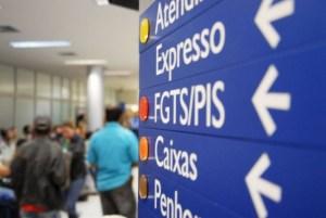 pis pasep 300x201 - Abono salarial do PIS/Pasep referente a 2017 começa a ser pago em julho