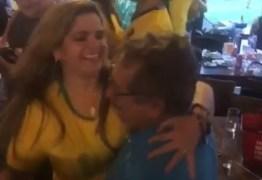 VEJA O VÍDEO: Zé Maranhão e Raíssa Lacerda caem no forró para comemorar vitória de 2 a 0 do Brasil sobre a Sérvia