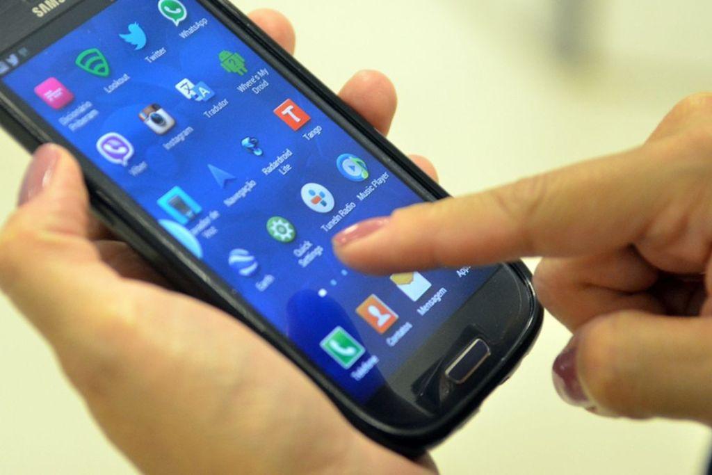 smartphone 1024x683 - BNDES anuncia chamada de projetos para Internet das Coisas