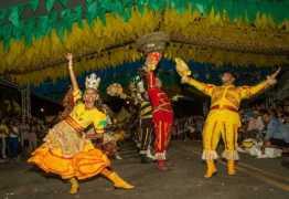 ARRAIÁ DO LITORAL: Abertura dos festejos juninos em Cabedelo reúne centenas de pessoas
